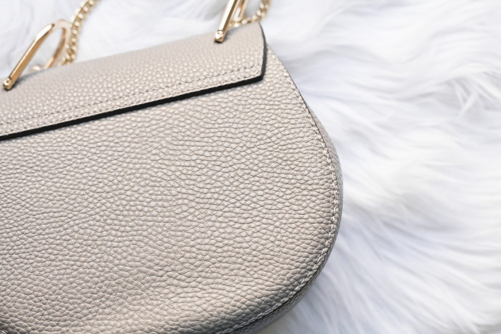 Chloe's $1,650 Drew bag vs. a $39.90 genuine leather dupe: Read the review and find out where to buy here! - www.theballeronabudget.com