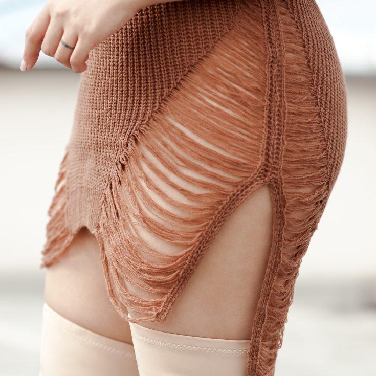 Shop the look- Sweater: $17.50, Boots: $32.50, Handbag: $74, Gold Chain Choker: $10.99, Sunglasses: $6.99 - www.theballeronabudget.com