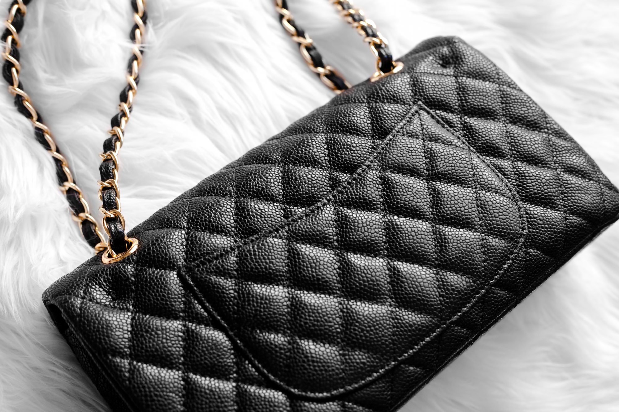 Looking for a Chanel handbag without the hefty price tag? This genuine leather one from Ainifeel is the best Chanel medium classic flap dupe for just $125! - www.theballeronabudget