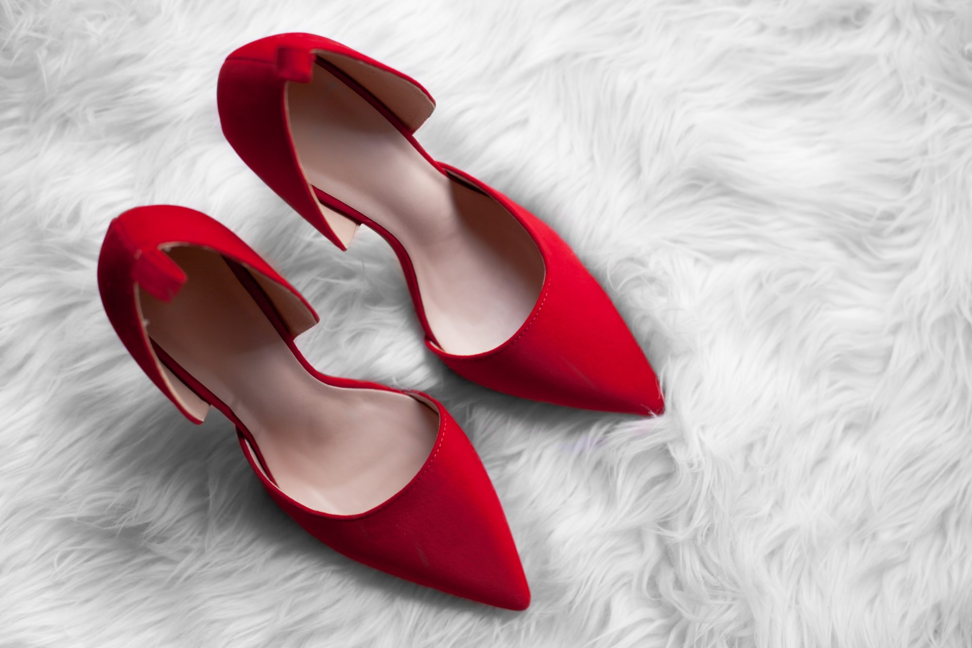 You may have seen these Aminah Abdul Jillil bow pumps somewhere online or on Pinterest. Why get the $285 shoe when you can get a similar dupe for just $16? Click here for my review! - www.theballeronabudget.com
