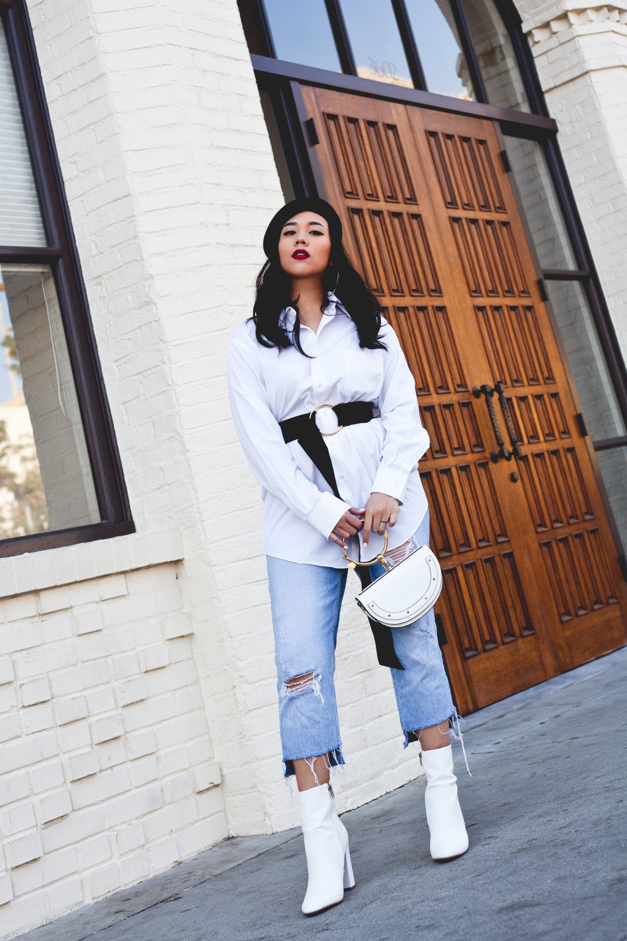 From extra-long belts to white boots and berets, here are 6 minimalist winter wardrobe staples from GoJane that will make you look ultra chic. - www.theballeronabudget.com
