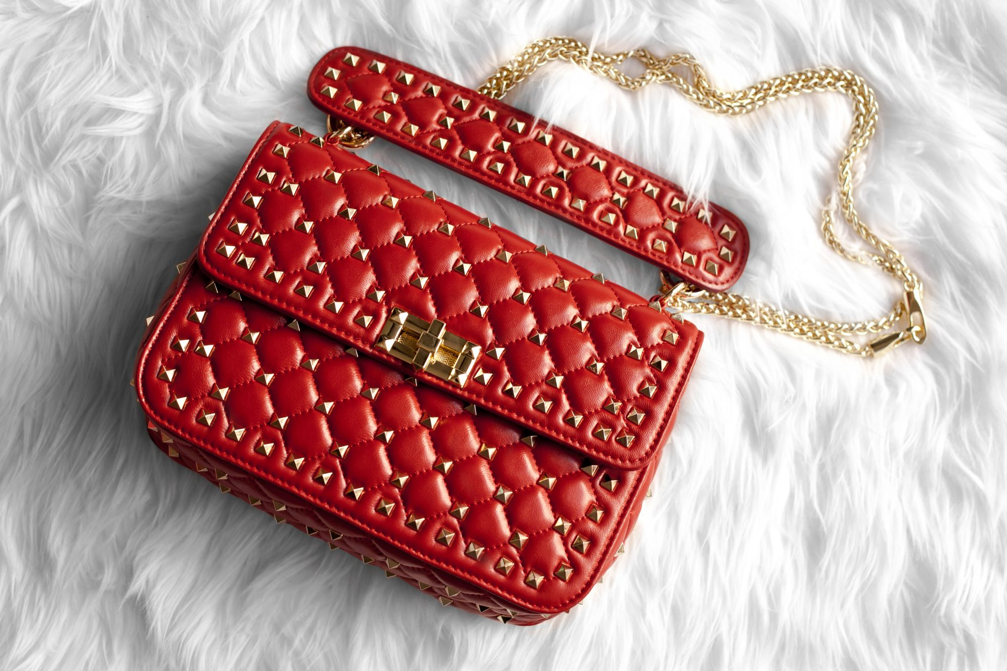 0c1fcf8544a5 Looking for a dupe of the $3,000 Valentino Rockstud Top Handle Bag without  the expensive price ...