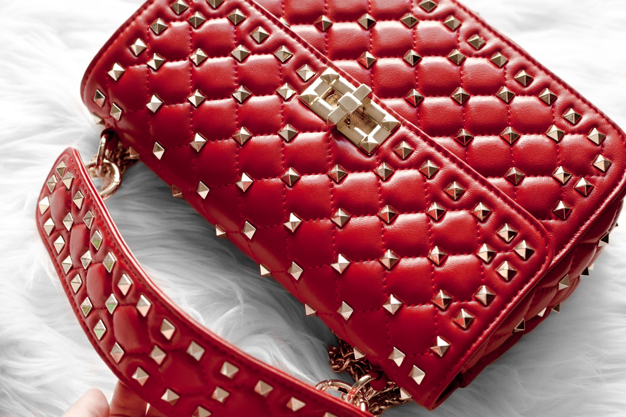 Looking for a dupe of the $3,000 Valentino Rockstud Top Handle Bag without the expensive price tag? This designer dupe is made from genuine sheepskin and is only $109! - www.theballeronabudget