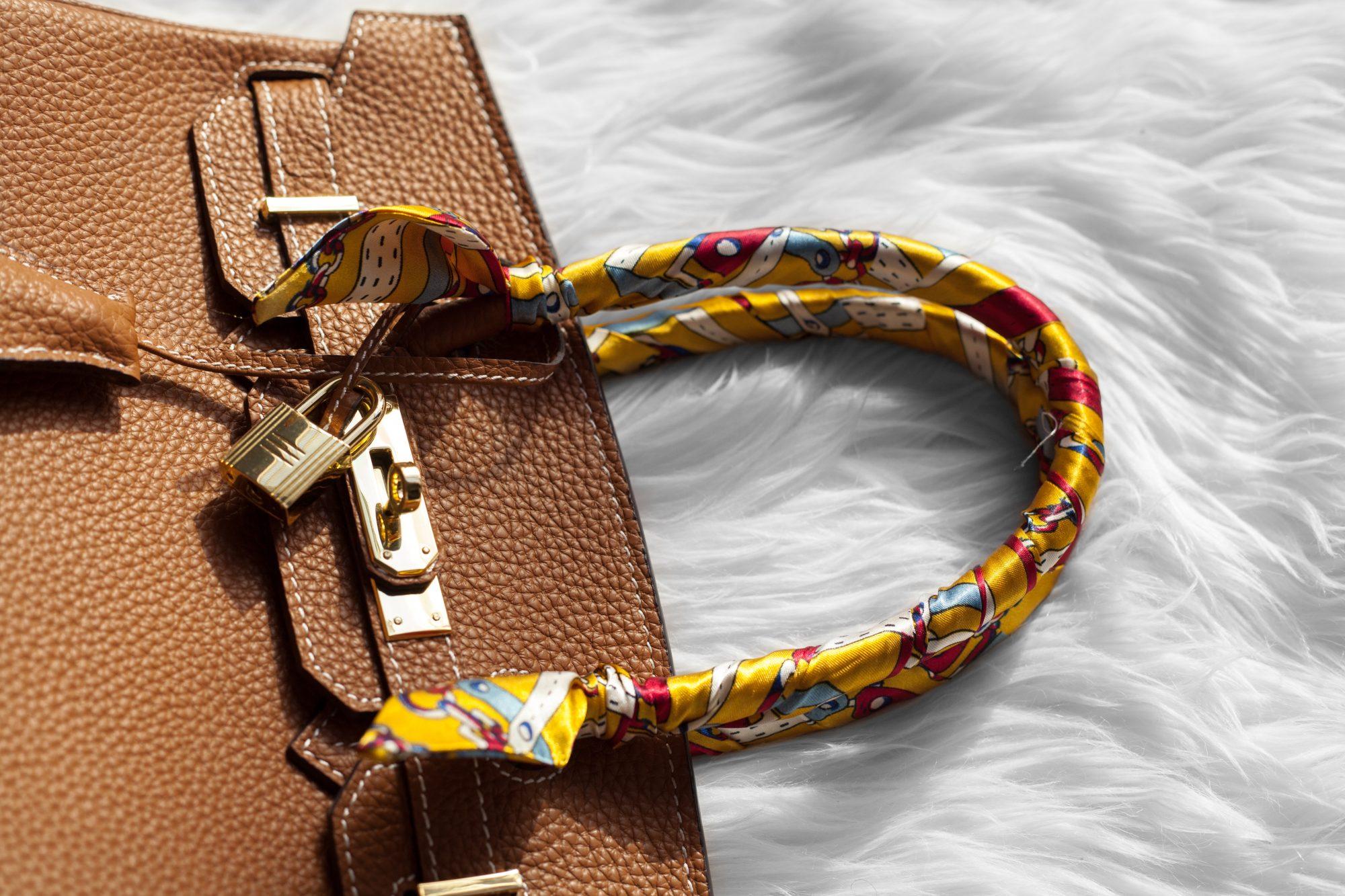 fbc3b468e5cc This tan bag is a gorgeous designer dupe of the Hermés Birkin.