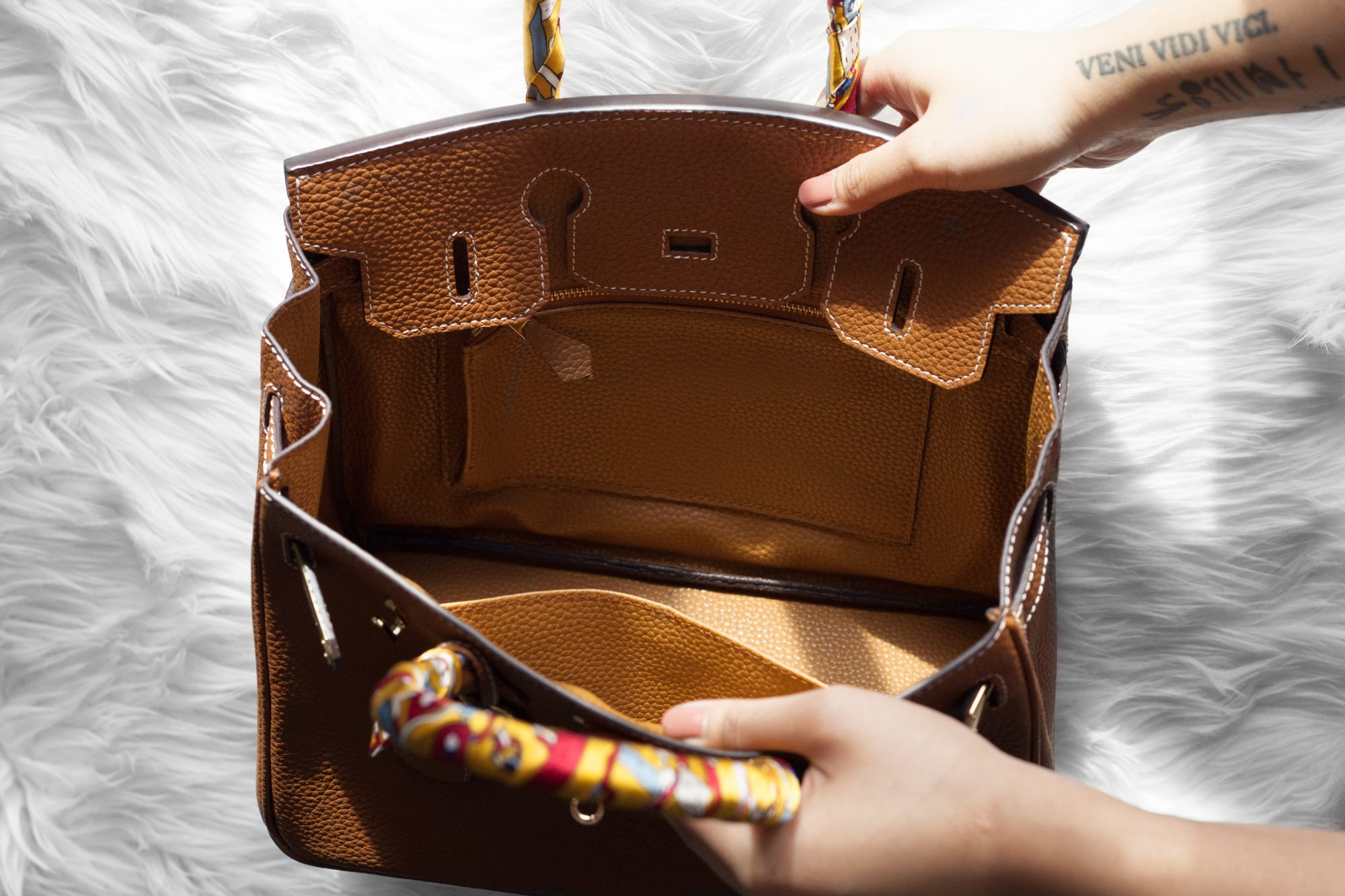 a0179bc5f94a This tan bag is a gorgeous designer dupe of the Hermés Birkin.
