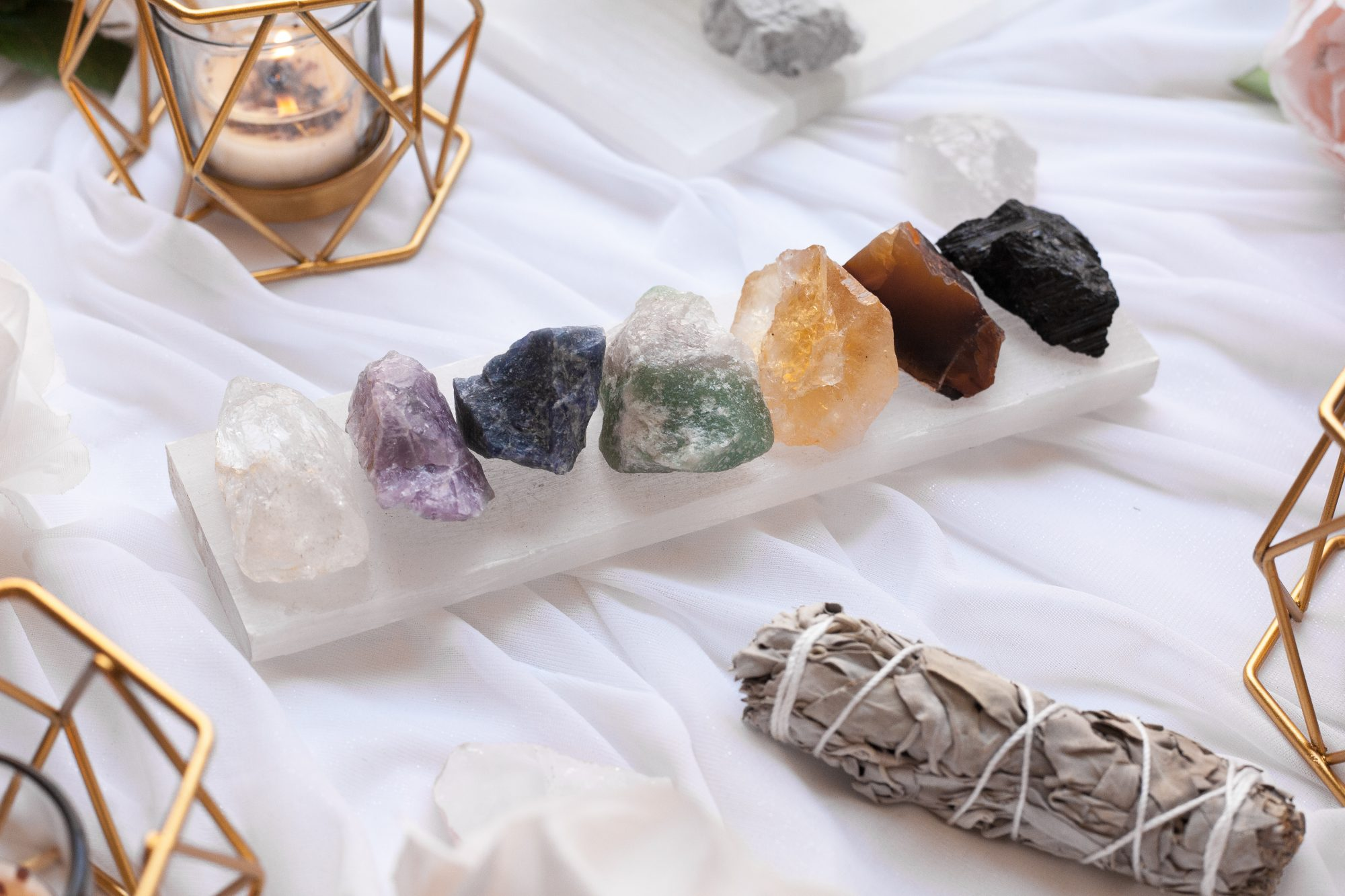 Every crystal helps to open up a specific chakra, or energy centers, in the body (there are 7). Any issues you may have will correlate to energy blockages in its respective chakra. - www.theballeronabudget.com