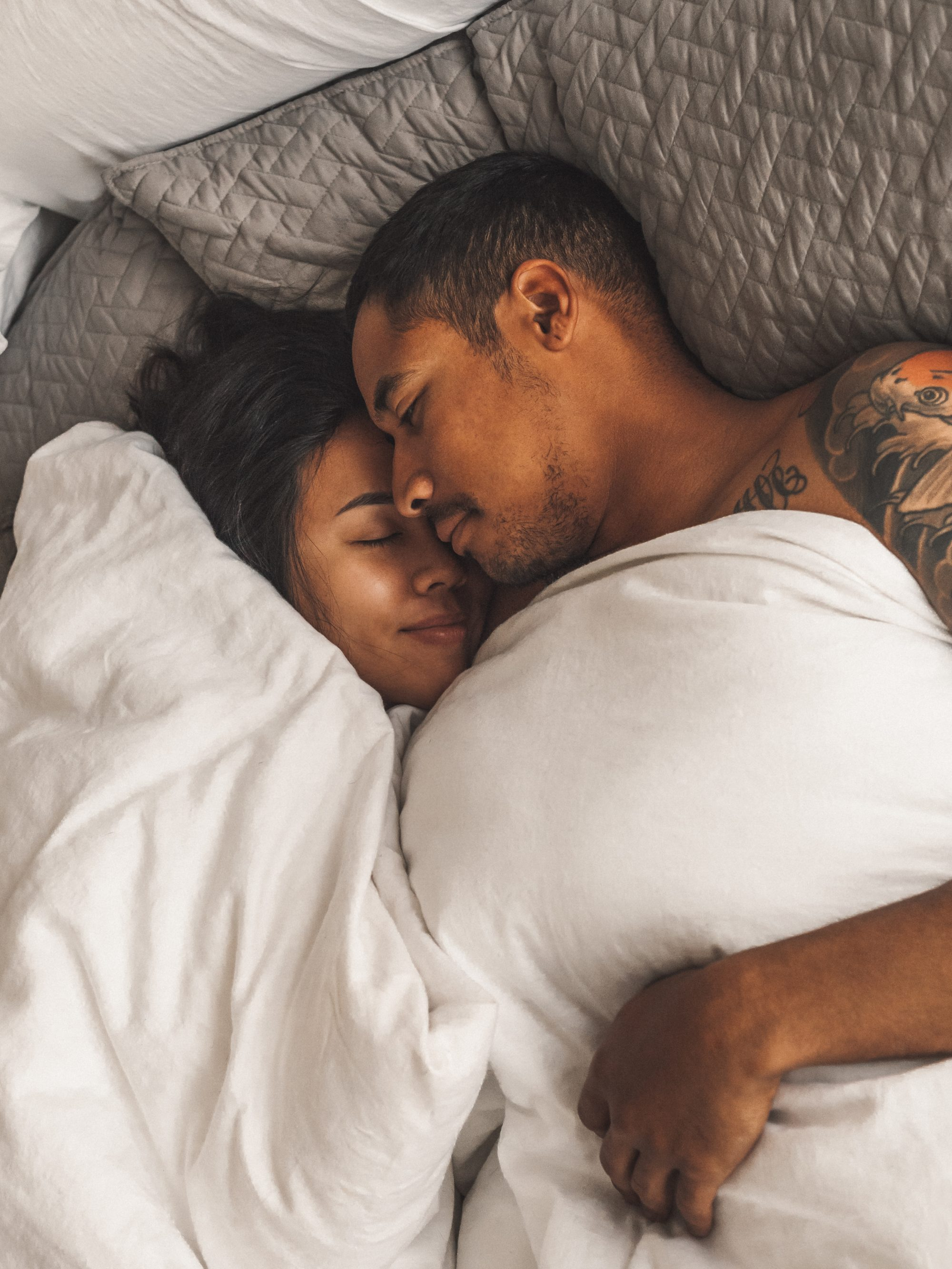 Do men really have low-maintenance romantic needs as such as food and sex? Dinner at home followed by a session of love-making could be the perfect gift to celebrate with your honey this Valentine's Day. - www.theballeronabudget.com