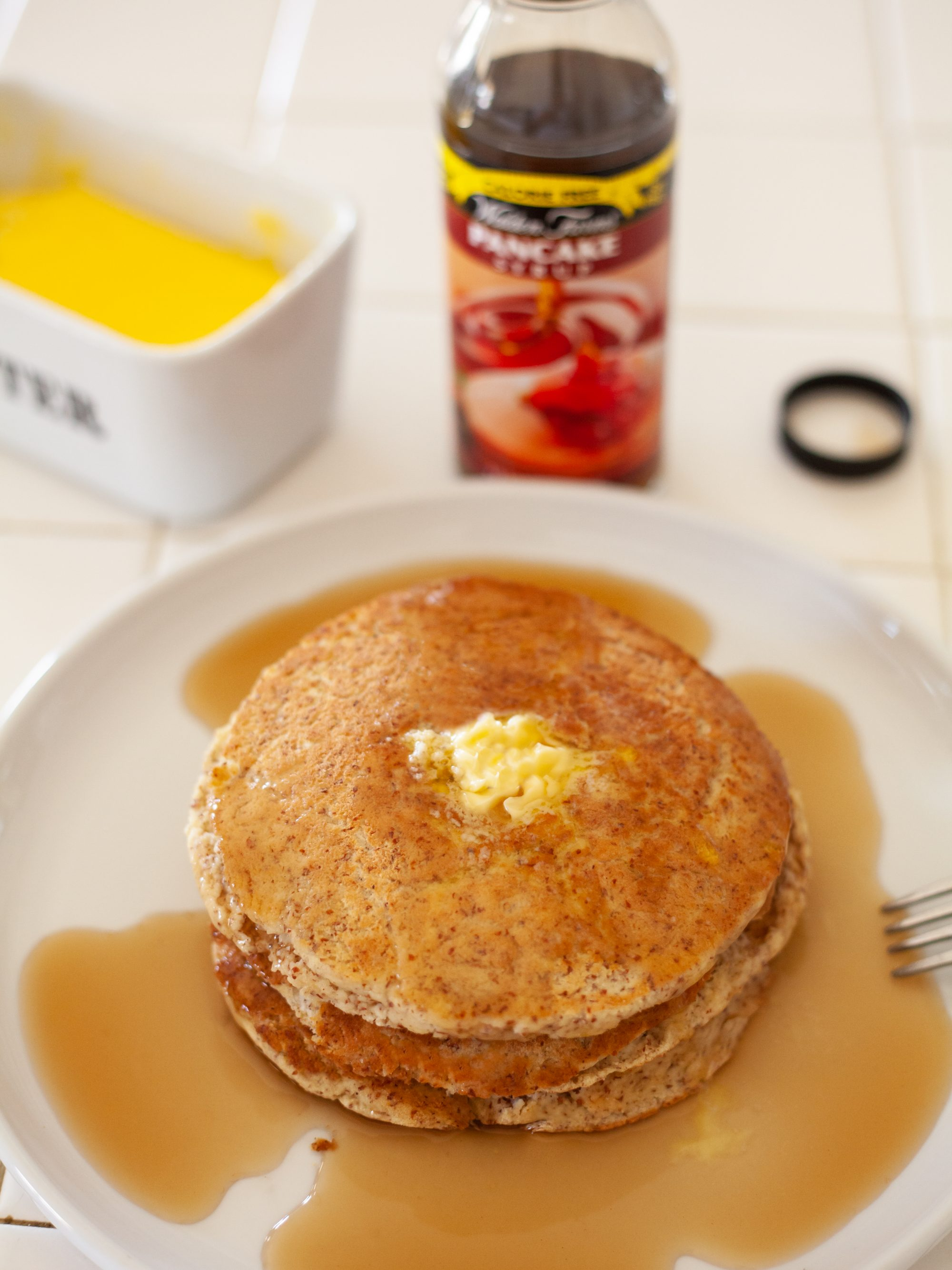 Low-carb pancakes and sugar-free syrup
