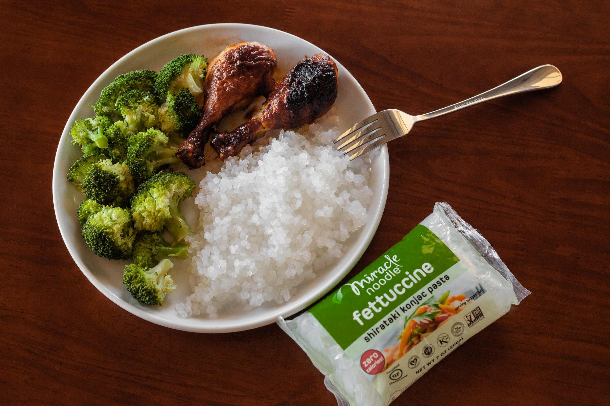 A plate of broccoli, chicken drumsticks and zero-calorie Miracle rice