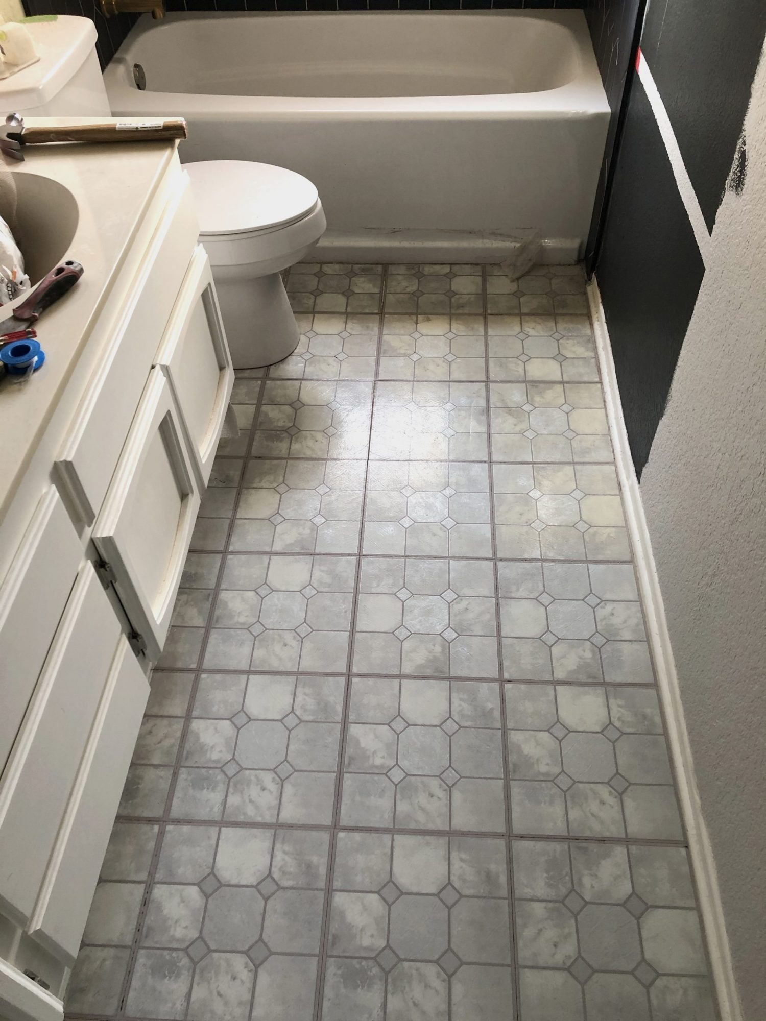 Before image of bathroom before DIY floor tile installation