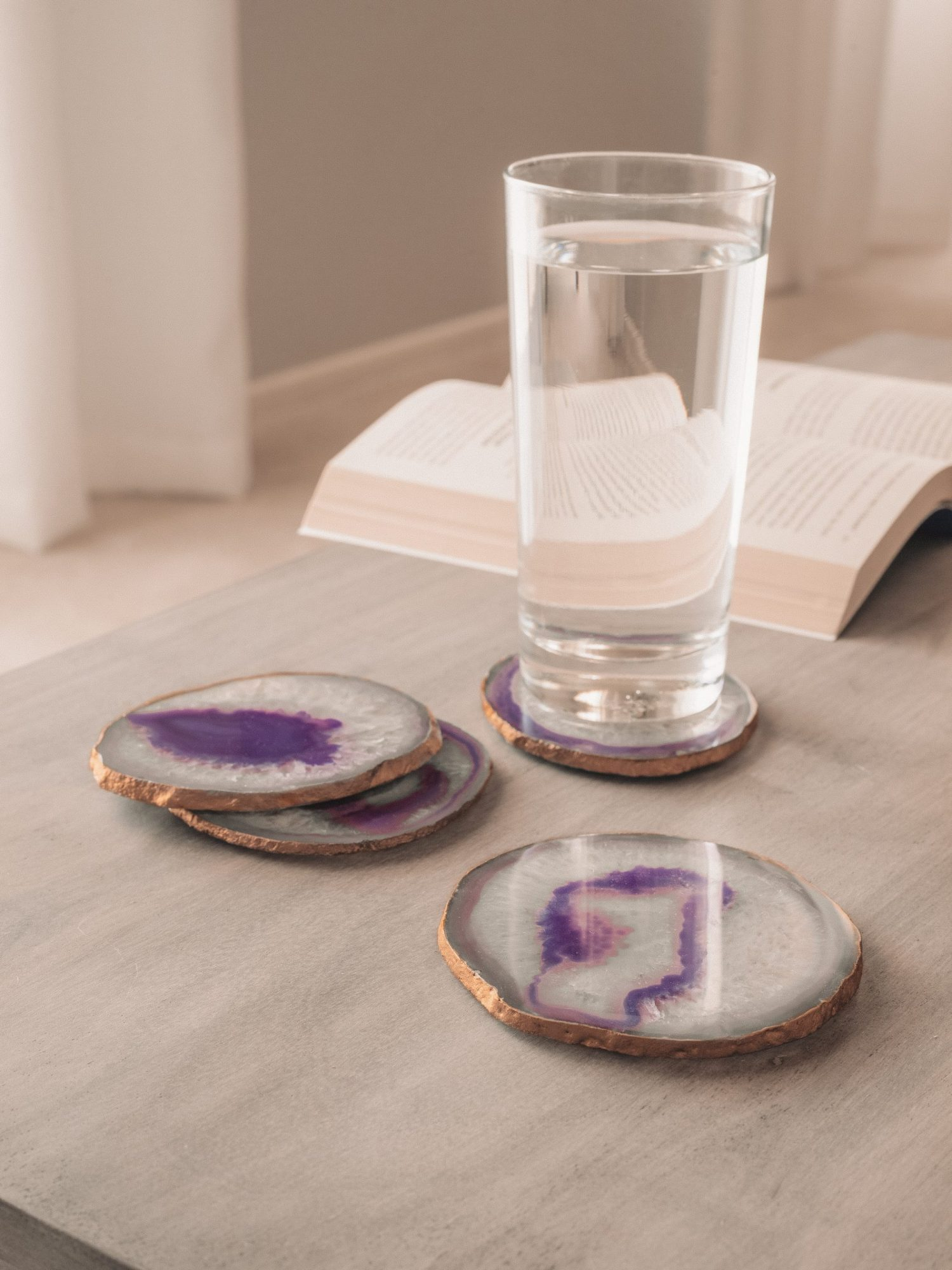 Cheap and easy DIY agate coasters craft project for glasses, cups and mugs
